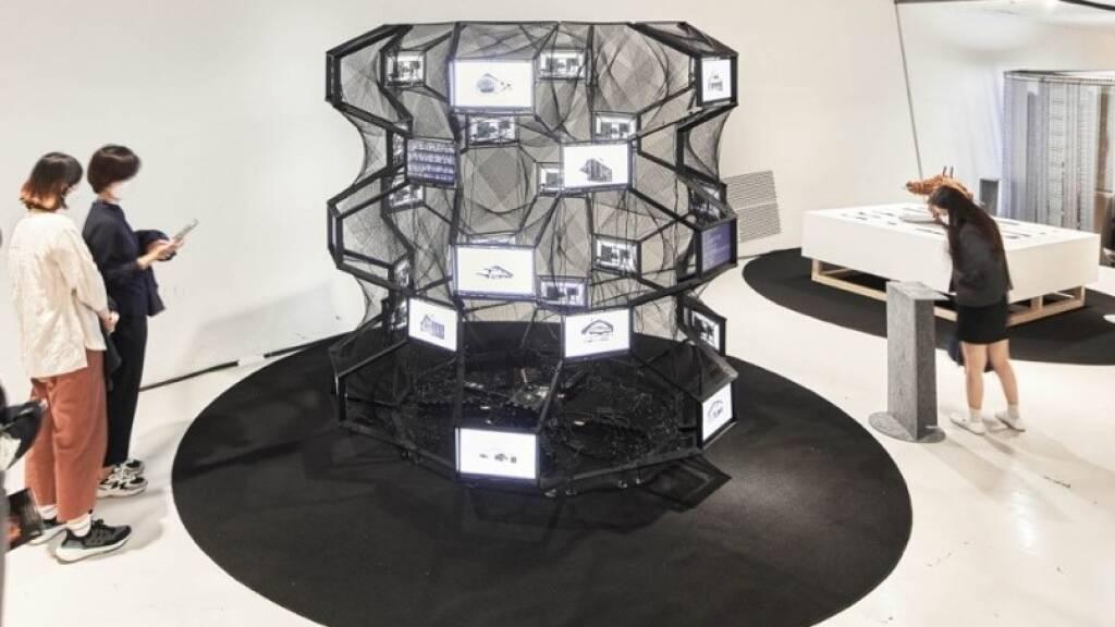 Schweizer Maschine «baut» an der Architektur-Biennale Seoul Chalets
