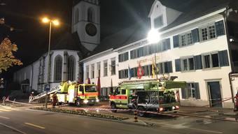 Die Feuerwehr musste über längere Zeit nach der Ursache der Rauchentwicklung suchen.