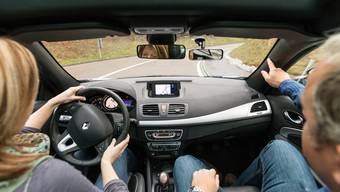 Roger Wintschs Fahrschüler absolvieren zu 95% die Prüfung mit einem Schaltgetriebe. (Symbolbild)