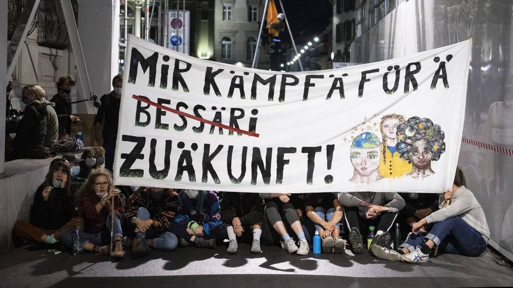 Klimaaktivisten besetzen in Bern den Bundesplatz