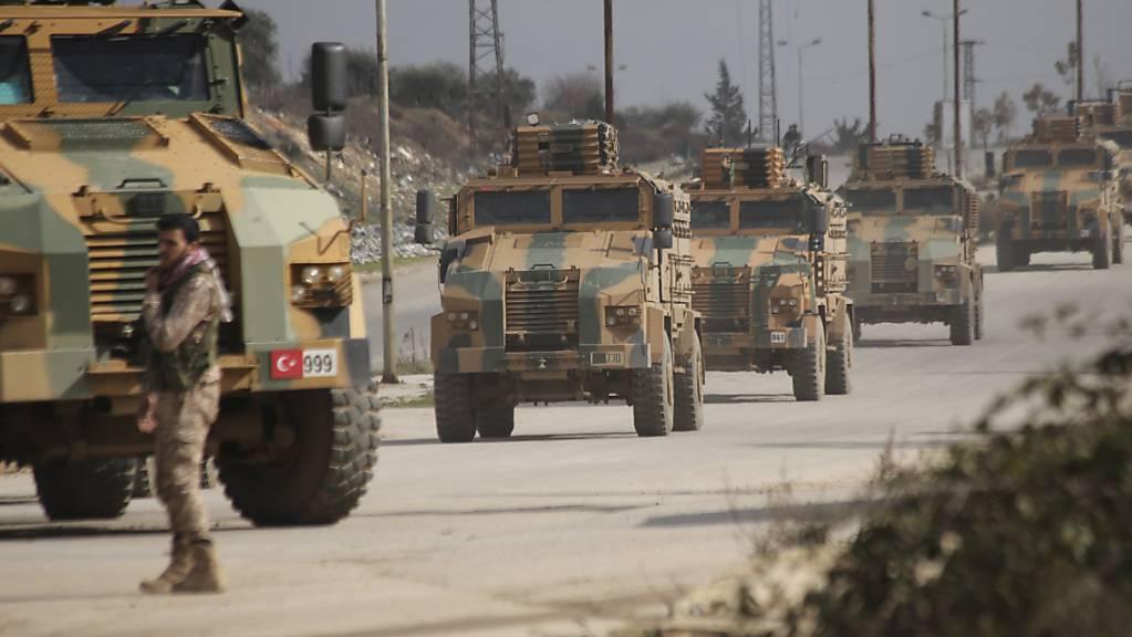 Ein türkischer Konvoi in der syrischen Region Idlib. Am Sonntag wollen Russland und die Türkei mit gemeinsamen Patrouillen beginnen.