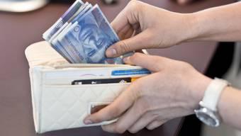 Ein Jahr lang hat eine Lehrerin im Kanton Solothurn Arbeitslosengelder bezogen, obwohl sie zu dieser Zeit arbeitete. (Symbolbild)
