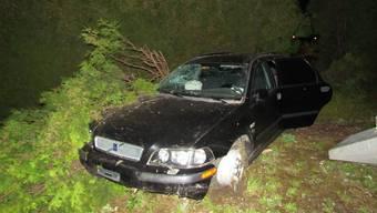 Ein 36-jähriger Autofahrer ist in der Nacht auf Sonntag in Frick AG stark betrunken verunfallt.