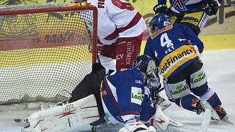 Biels Goalie Lukas Meili kassiert das 0:1 gegen Lausanne.