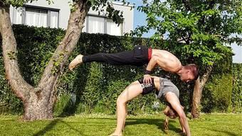Marvin Jeffrey Lerch und Freundin Pamela Bühler hat es Acroyoga angetan, eine Mischung aus Akrobatik und Yoga.