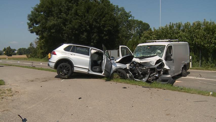 Dübendorf (ZH): Schwerverletzter nach Frontalkollision
