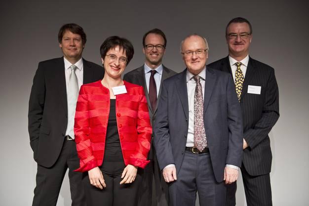 V. l. Alexander Rey, Christine Hehli Hidber (Binder Rechtsanwälte), az-CEO Axel Wüstmann, Referent Haller, Markus Läuffer (Binder Rechtsanwälte).