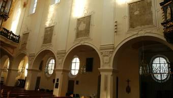 An den Wänden sind nur noch nackte Mauerstücke sichtbar. Za