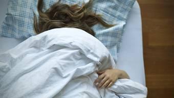 Das schlafende Gehirn wechselt alle 25 Sekunden zwischen zwei Zuständen hin und her. (Symbolbild)