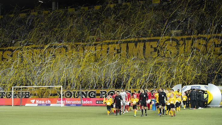 Viele Zuschauer und überzeugende Berner Teams: Die Young Boys und der FC Thun laufen am 8. Dezember ins farbenfrohe Stade de Suisse ein.