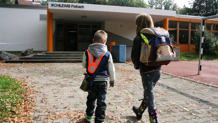 Die Kinder aus Fisibach und Kaiserstuhl sollen in Zukunft im Kanton Zürich zur Schule gehen. (Symbolbild/Archiv)