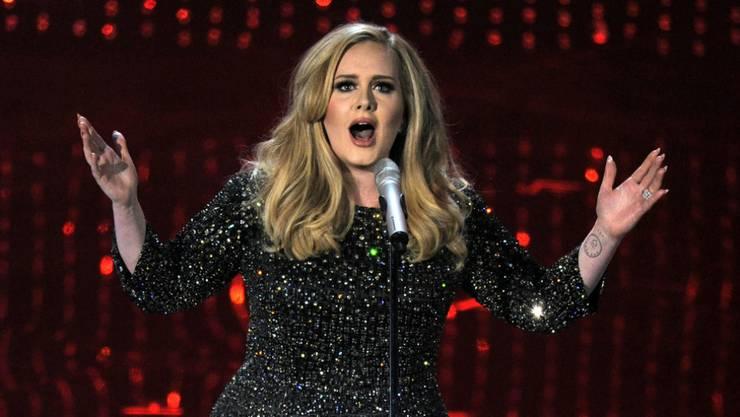 Adele hat den vermutlich lukrativsten Plattenvertrag aller Zeiten unterschrieben. (Archivbild)
