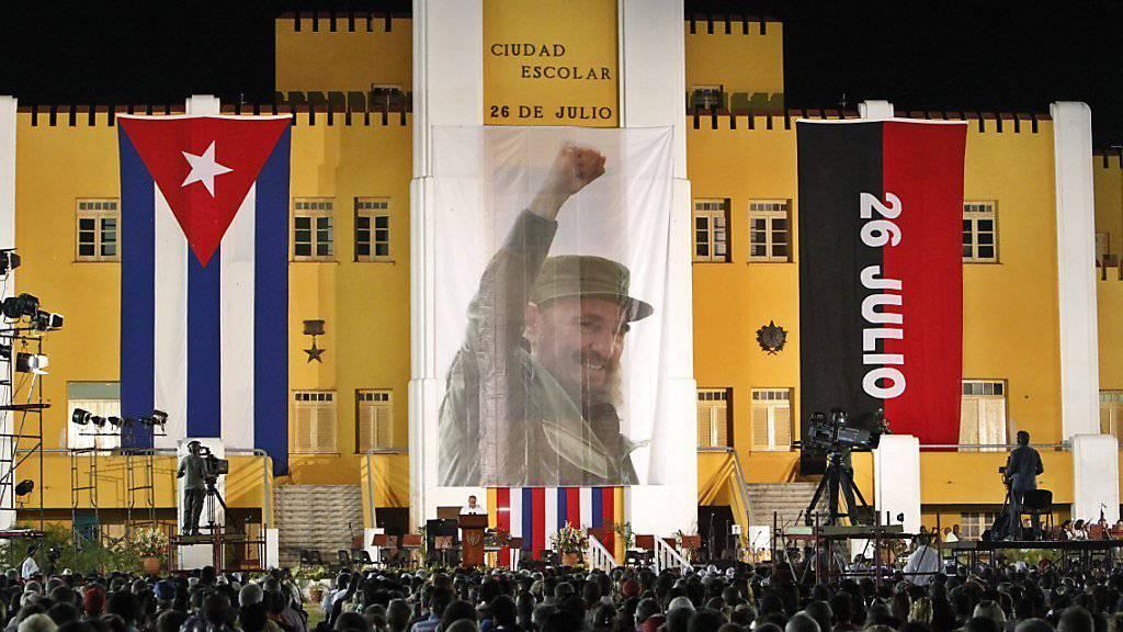 Kuba feiert den 62. Jahrestag der kommunistischen Revolution und fordert das Ende des US-Handelsembargos