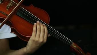 Die teure Violine liess die Studentin im Bus liegen (Symbolbild)