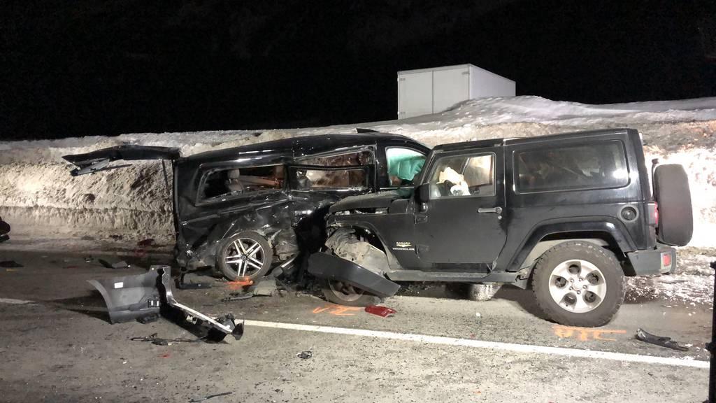 Sekundenschlaf: Drei Verletzte nach Frontalkollision