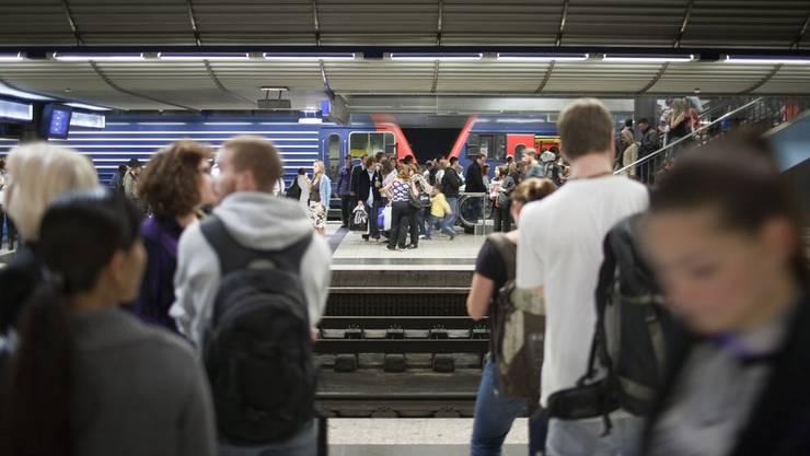 Die Luft auf den unterirdischen Perrons im Zürcher Hauptbahnhof ist mehr als doppelt so dreckig, als es auf der Strasse erlaubt wäre.