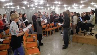 Der Gospelchor Oberengstringen probt für das Konzert anlässlich seines 10-jährigen Jubiläums.