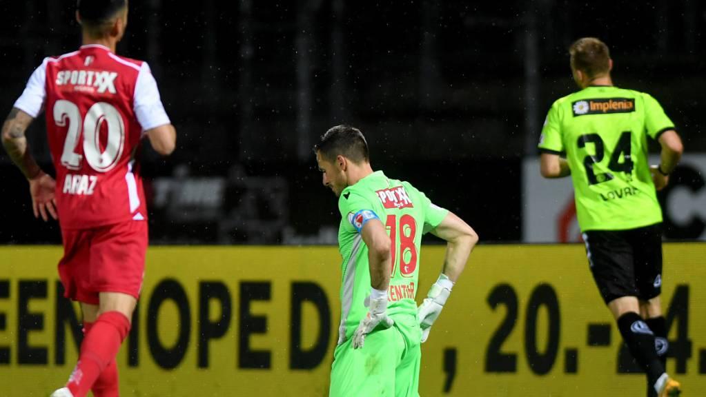 Goalie Kevin Fickentscher geschlagen: Bitterer Abend für Sion in Lugano.