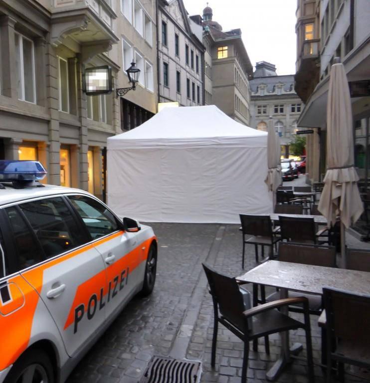 Polizeizelt in der Webergasse.