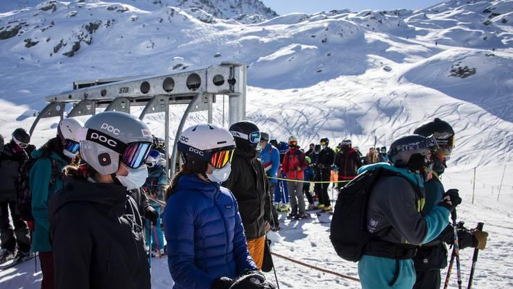 Gefährlicher Virenherd oder sicher dank Schutzkonzept? In Europa tobt ein Streit ums Skifahren (Verbier, 30. Oktober 2020).