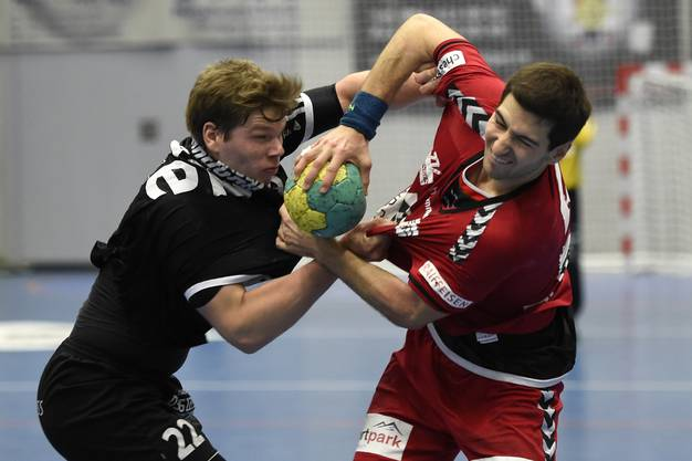 Remo Hochstrasser (links, Baden) gegen Lukas Riechsteiner (rechts, Endingen).