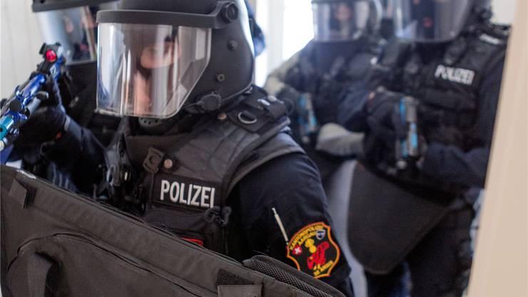 Künftig sollen in der Schweiz nicht nur Sondereinheiten mit dem Sturmgewehr bewaffnet werden. Im Bild: Die Sondereinheit Argus.