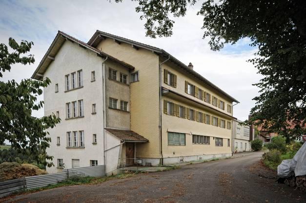In diesem Gebäude, in dem früher das Bürgerheim domiziliert war, sollten die Asylsuchenden untergebracht werden
