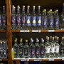 Es greifen zwar weniger Menschen als auch schon jeden Tag zu Flasche oder Glas, aber die Zahl der regelmässigen Rauschtrinkerinnen und -trinker hat zugenommen. (Themenbild)