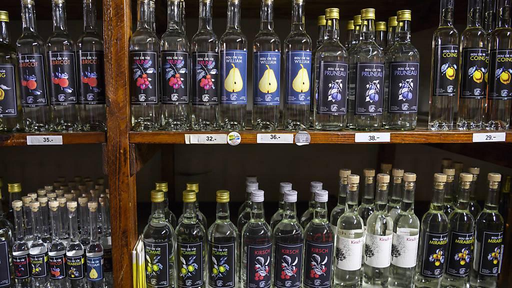 Weniger täglicher Alkoholkonsum und mehr monatliches Rauschtrinken