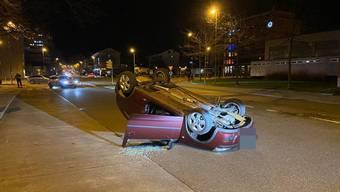 Selbstunfall in Wettingen: Auto landet auf dem Dach