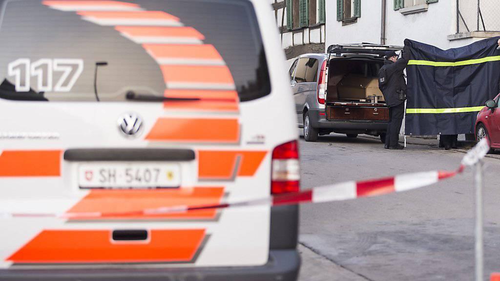 Die 27-Jährige hat 55 Mal auf ihren Vater eingestochen: Aufnahme vom Tatort im Schaffhauser Ortsteil Hemmental. (Archiv)
