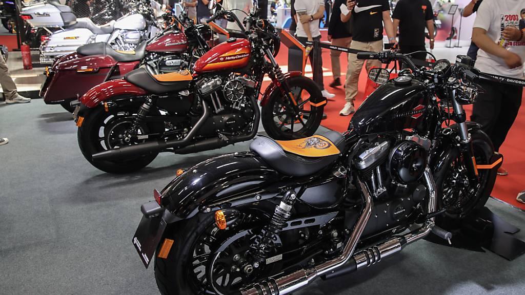 Die Motorräder der Kultmarke Harley Davidson verkaufen sich sehr gut. Im zweiten Quartal wurden weltweit mit 56'700 Bikes doppelt so viele wie im Jahr davor verkauft.(Archivbild)
