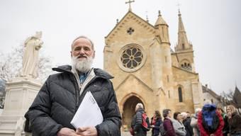 Musste sich vor der Staatsanwaltschaft rechtfertigen Der 63-jährige Norbert Valley am Donnerstag am Rande einer Solidaritätskundgebung in Neuenburg. Jean-Christ