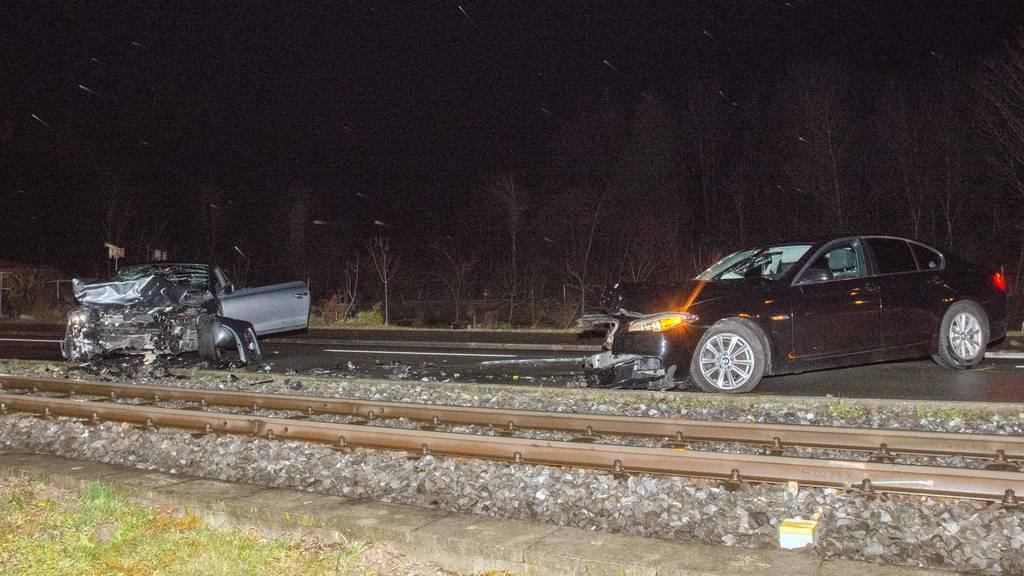 Frontalkollision wegen Autoradio – zwei Verletzte