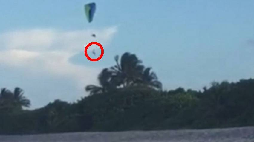Mann fällt in einer Höhe von rund 40 Metern aus seinem Gleitschirm – und überlebt.