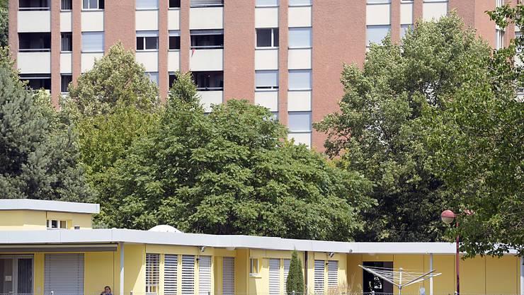 Das Bundesasylzentrum in Embrach ZH wird Anfang 2017 in einem Teil des kantonalen Durchgangsheims seinen Betrieb aufnehmen. (Archivbild)