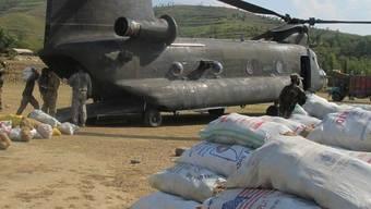 Militär liefert Hilfsgüter nach Pakistan