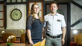 Mehmet Menekse und seine Frau Fulda im Café & Restaurant Passion 25 an der Aarauerstrasse in unmittelbarer Nachbarschaft zum Einkaufszentrum Lenzopark.