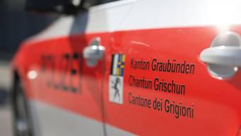 Die Kantonspolizei Graubünden bestätigt nach einem Raubüberfall auf eine Bijouterie in Samnaun-Dorf mehrere Verhaftungen. (Symbolbild)