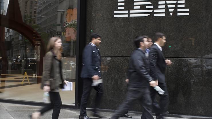 Das IT-Urgestein IBM enttäuschte mit seinem jüngsten Geschäftsausblick die Anleger. Die Aktie fiel nachbörslich zeitweise um mehr als sechs Prozent. (Symbolbild)