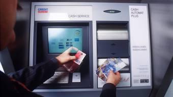 Im Fricktal hat es noch 56 Bank- und Postomaten (Symbolbild).