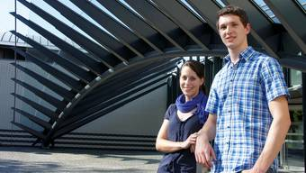 Flavia Giudice und Adrian Bertschi wurden für ihre Maturaarbeiten ausgezeichnet.