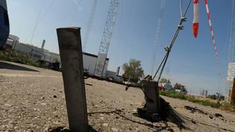 Schwindelerregende Höhen: Die Bauprofile auf dem Bus-Parkplatz sind gut gesichert.