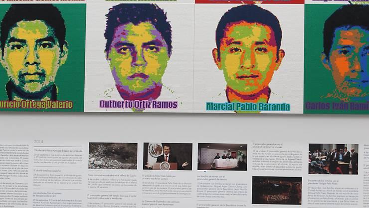 Der chinesische Künstler Ai Weiwei erinnert an 43 Studenten, die 2014 in Mexiko verschwunden sind. Aus einer Million Legosteinen gestaltete er für eine Ausstellung in Mexiko-Stadt die Porträts der Verschwundenen.