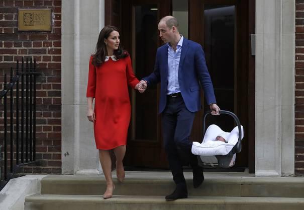 Wenige Stunden nach der Geburt zeigen Kate und William ihr drittes Kind.