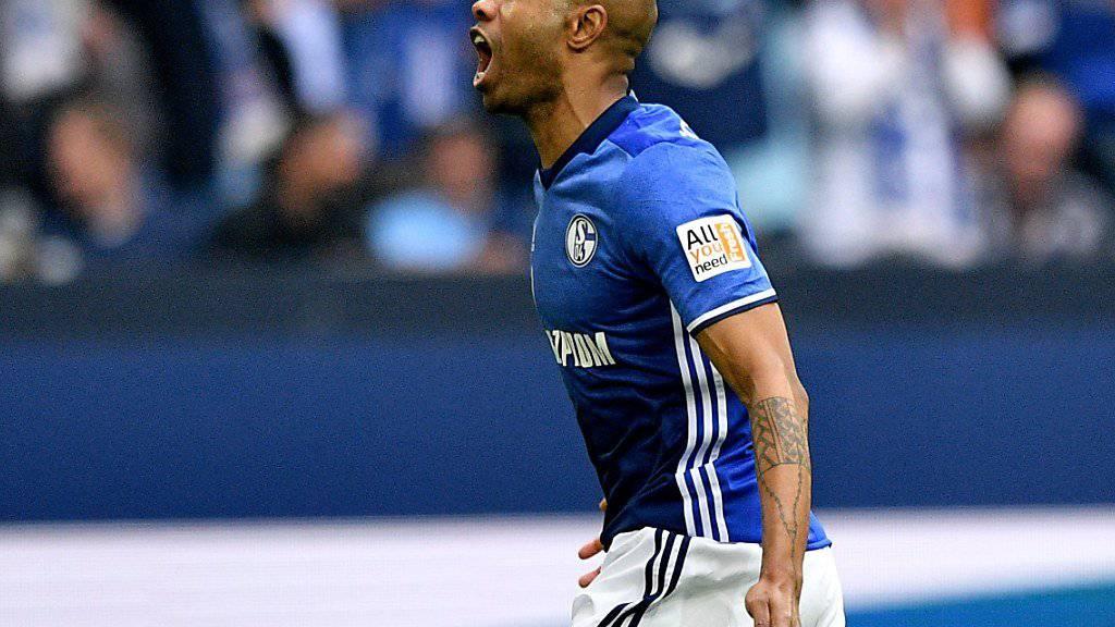 Schalkes Naldo freut sich nach seinem Tor über den Derby-Sieg gegen Dortmund.