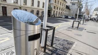 Die Stadt Basel soll flächendeckend solarbetriebene Abfalleimer erhalten.