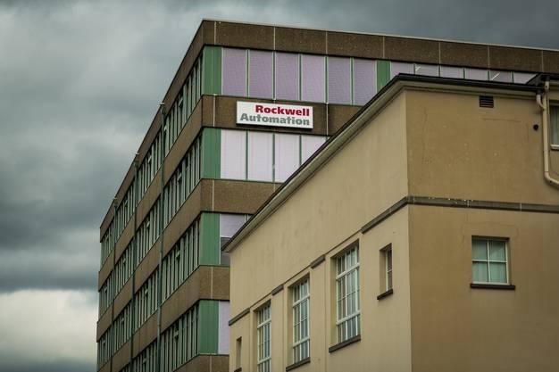 In der Schweiz arbeiten rund 500 Mitarbeiter für Rockwell Automation. Der Schweizer Hauptsitz und die Produktion von Rockwell Automation befinden sich in Aarau. Weitere Standorte hat das Unternehmen in Landquart GR, Manno TI, Renens VD, Root LU und Wil SG. Nun droht der Abbau der Produktion in Aarau. 250 Stellen sind betroffen.