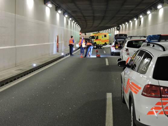 Der Töfffahrer kollidierte frontal mit einem entgegenkommenden Auto.