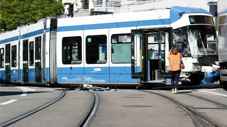 Im September 2016 prallten beim Hegibachplatz in Zürich ein Tram und ein Betonmischer-Lastwagen zusammen. Keystone
